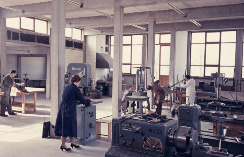 File:HfG Ulm Metal workshop 1958.jpg