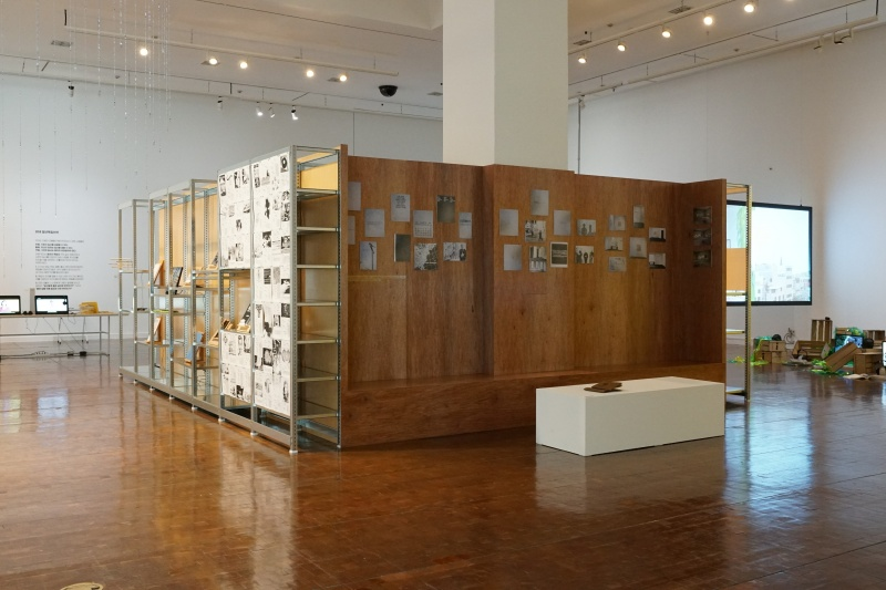 File:Dusan Barok and Monoskop 2018 Exhibition Library at Mediacity Biennale Seoul 4.jpg